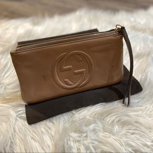 Gucci Beige/Mauve Patent Leather Soho Wristlet
